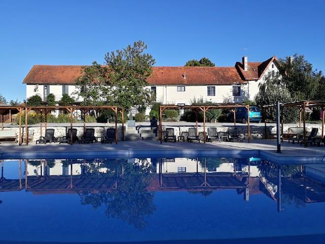 Beautiful house, idyllic complex, pool, restaurant