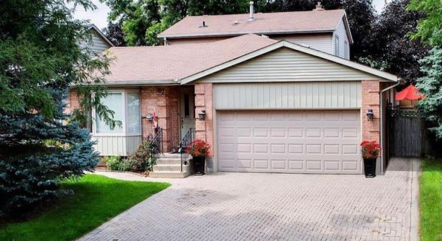 4BR w/gazebo | BBQ | Backyard | Drive to grandbend