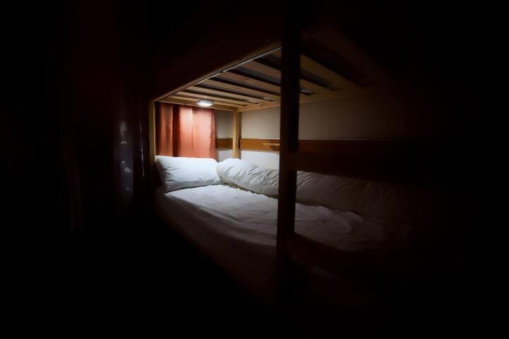 Кровать в общем 8 - местном номере (6)
