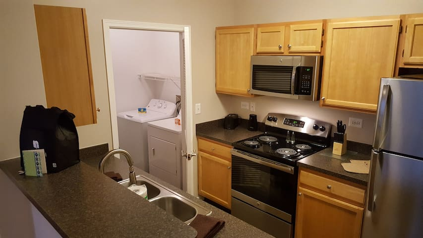 Renovated 1BR/1BA In Bolingbrook - Bolingbrook - Appartement