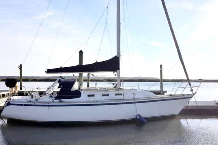 Rum-Runner Sailboat for 2! Tybee Island Marina, GA