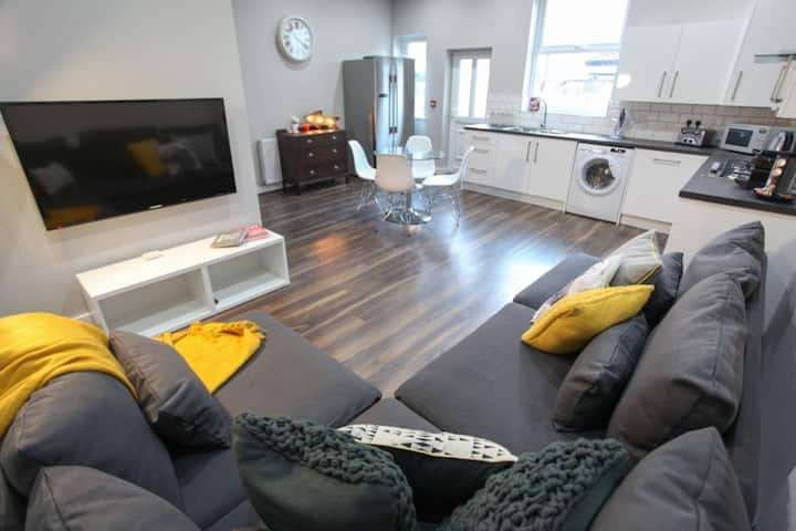 ✪ 6 bedrooms  ✪ Close to Centre ✪ Refurbished ✪