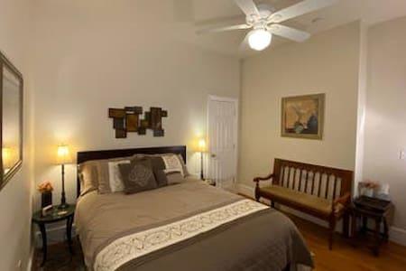 Sienna room - Loudoun Valley Manor near Leesburg