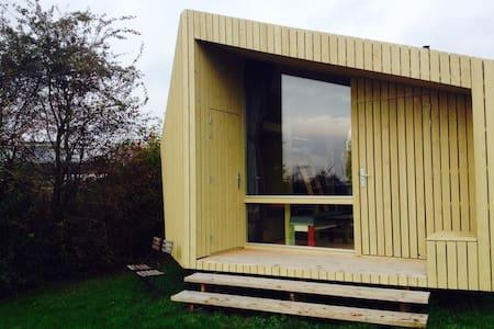 Design houten huisje in de natuur nabij de stad - IJsselstein