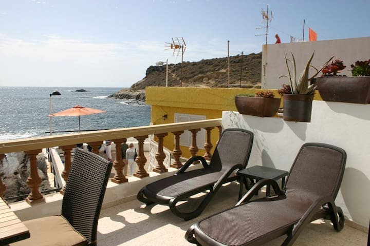 Lovely apartment in front of the sea in La Caleta - La Caleta - Flat
