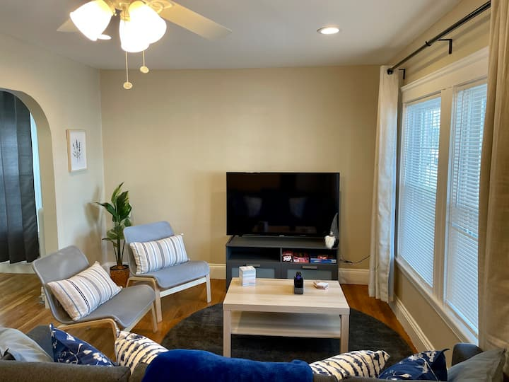 Private Apartment - Unwind From a Busy Day in Town