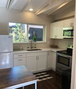 Provo Apartment - Awesome location - renovated