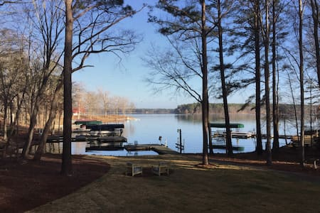 HGTV  Lakefront  house- 90 miles from the Masters! - Eatonton - Dům