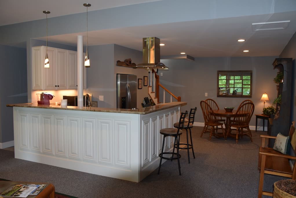 Well Appointed Kitchen & Dining Area