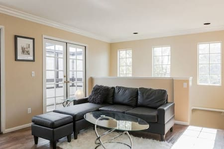 Cozy room in a luxury townhouse - Pasadena - Casa