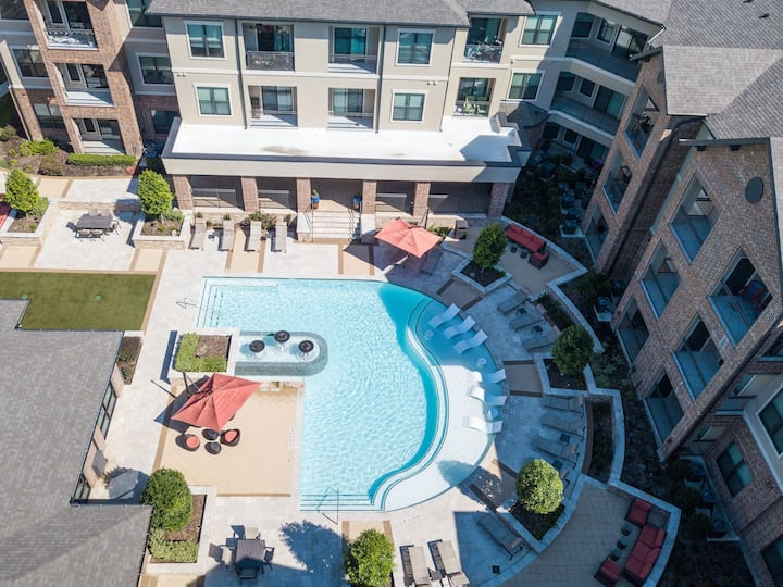 Upscale 1BR w/ pool, gym, & more in The Woodlands