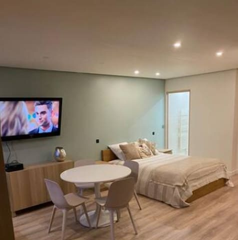 Passy Plaza -   Cosy  Studio  for 4 guests