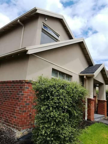 Relax,tidy home with free wifi and car park - Mont Albert North - Villa