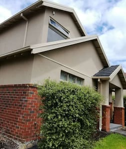 Relax,tidy home with free wifi and car park - Mont Albert North