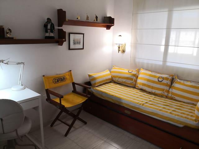 Segundo dormitorio - mesa de trabajo