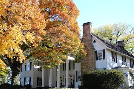 Black Horse Inn - The Jeffersonian - Warrenton - Bed & Breakfast