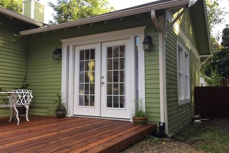 Sunny Guesthouse in Historic Downtown McKinney - McKinney - Guesthouse