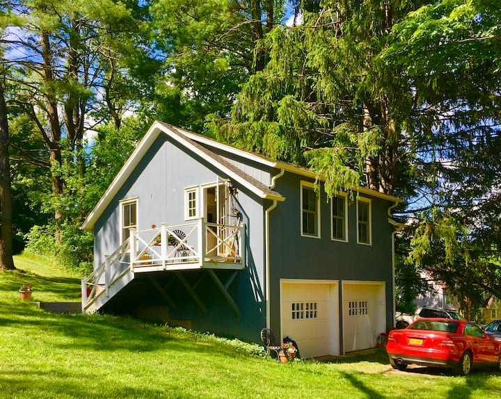 Cozy cottage in the village of Pound Ridge