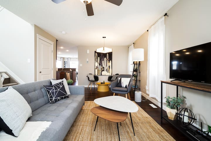4BDRM Modern Home ★22% off 14 Day Stay ★ Sanitized