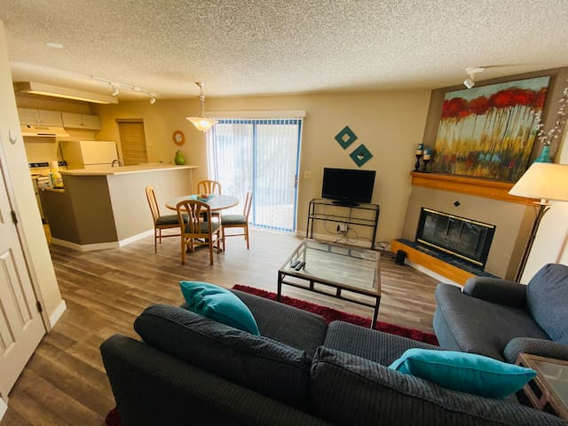 Beautiful, 1 Bedroom in DTC w/ Full Kitchen!