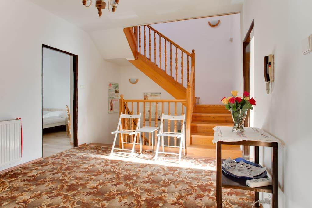 房间外的小客厅可以休息聊天