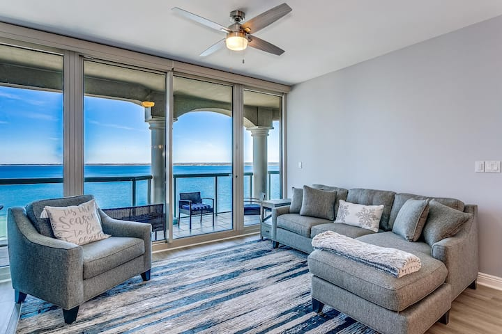 Luxury Portofino Unit With Exquisite Views, Multiple Pools, Easy Gulf Access