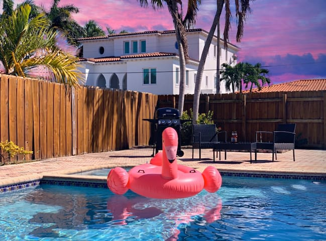 ⭐️EXCLUSIVE BLUE HOUSE - 5 BR 3 BR - 👙POOL & BBQ