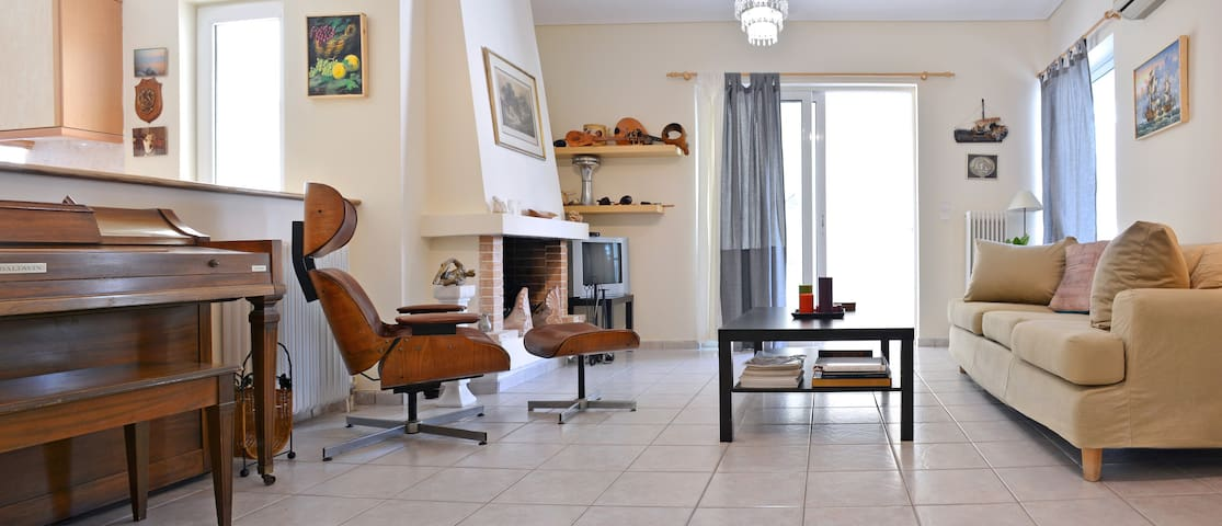 Great 2 bedrooms apt for6 in Marousi near Kifisias - Marousi - Apartamento