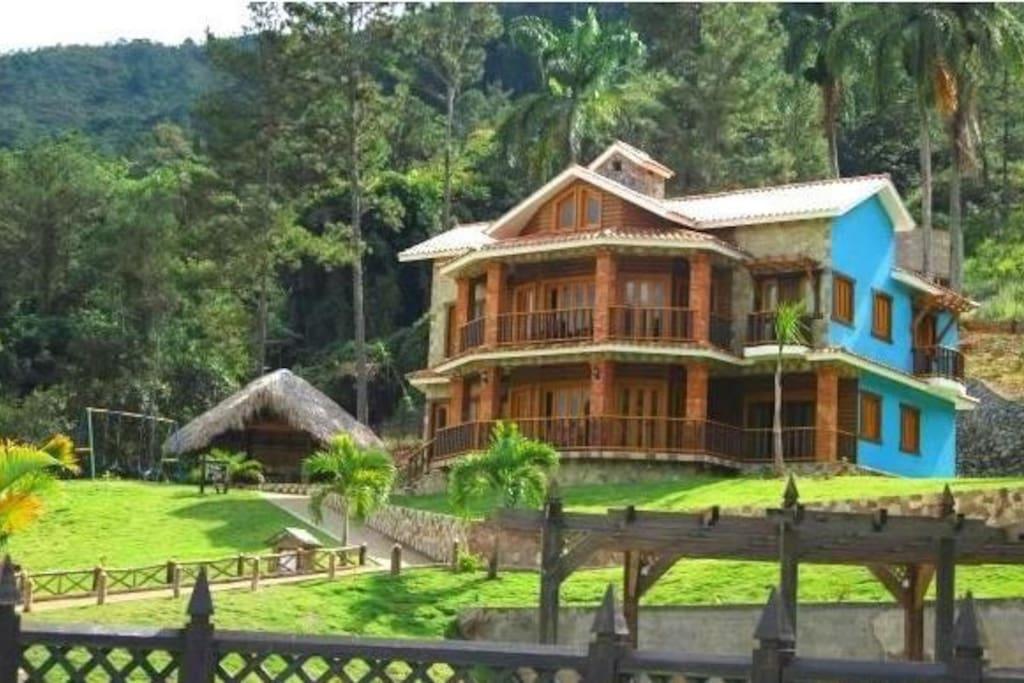 Dreamy 5 bedroom villa jarabacoa villas for rent in for Villas en jarabacoa