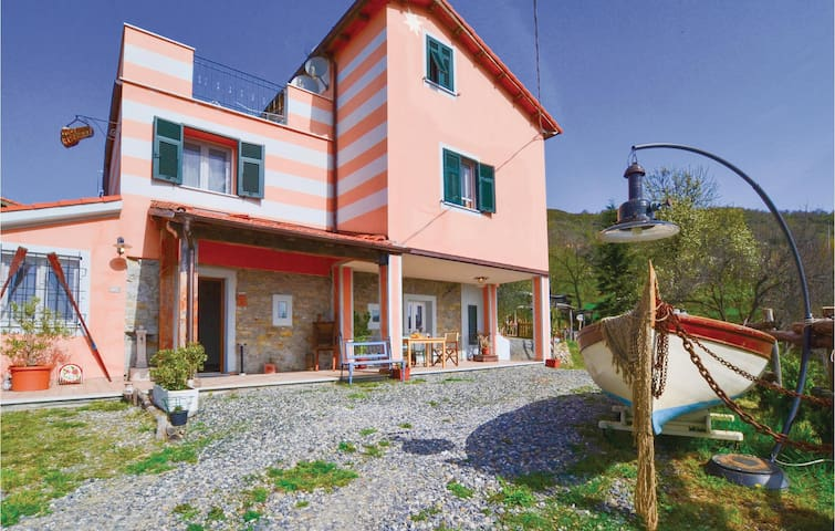 Semi-Detached with 3 bedrooms on 130 m² in La Spezia (SP)