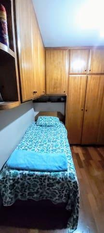 Quarto 2 camas, banheiro, café, silêncio - ZN SP