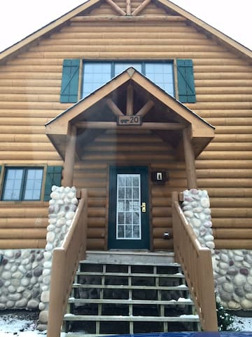 Fantastic Cabin I night minimum - North Utica
