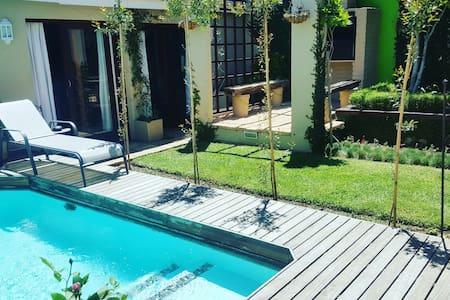 Exclusive Modern Luxury,Garden&Pool - Joanesburgo - Apartamento