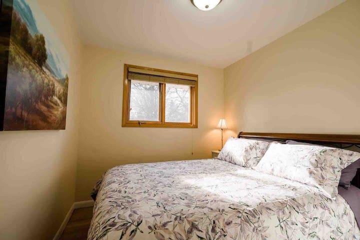 3rd Bedroom—Queen bed