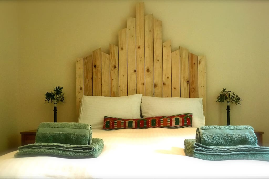 Trendy stuff - like a headboard made from a pallet!