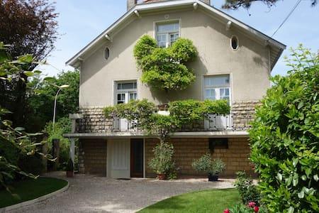 Chambre privative en maison particulière - Chenôve - Casa