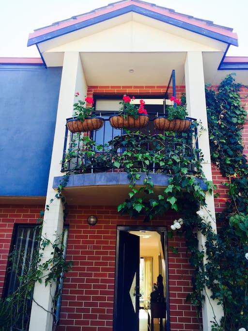 Welcoming balconey