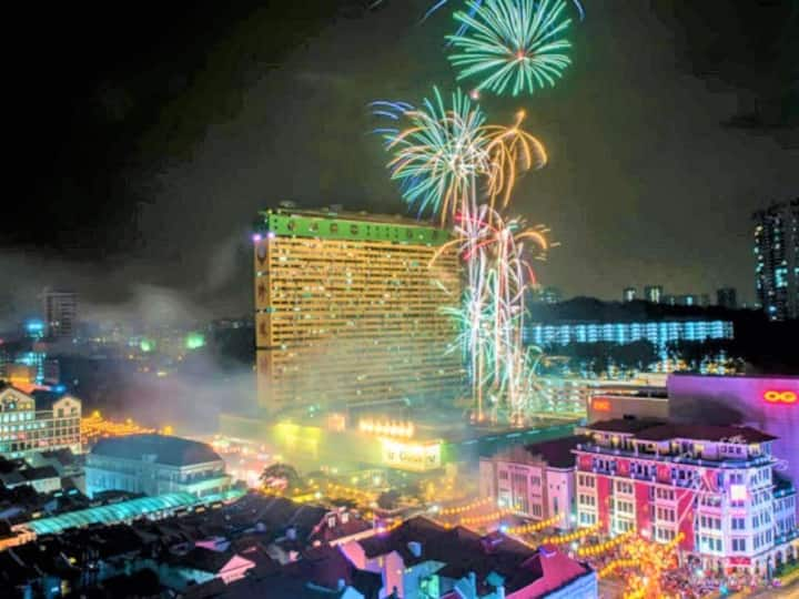 Downtown FireworksView* Queenbed Room.