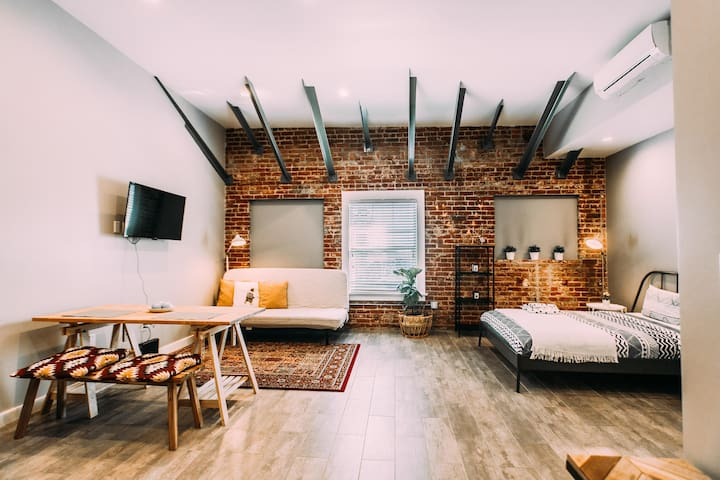 LARGE EXPOSED BRICK APARTMENT