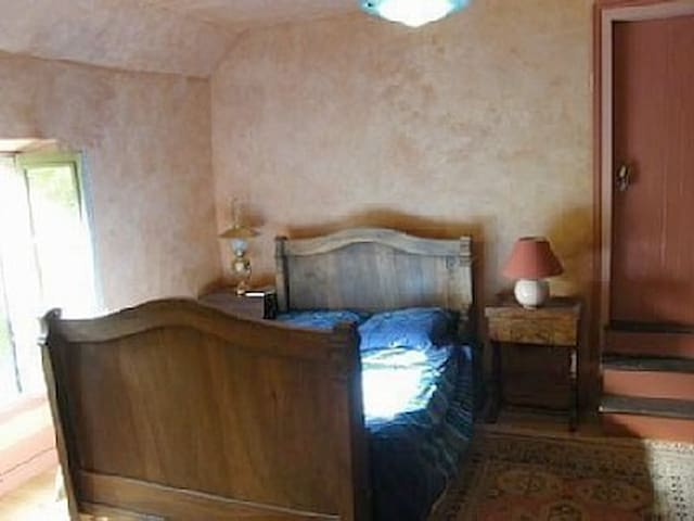 chambre 1er étage 1 lit double