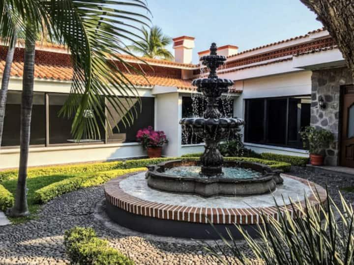 Villa con alberca y temazcal. Lomas de Cuernavaca