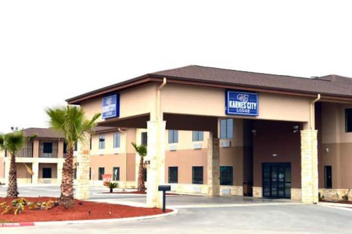 Karnes City Lodge
