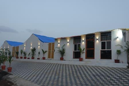 3 bedroom unit Farm Stay-near Sula vineyard