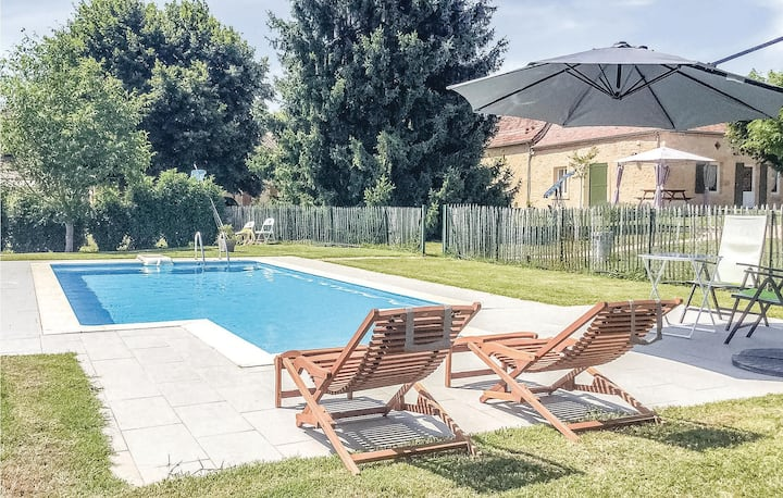 Nice home in Lalinde with WiFi, Outdoor swimming pool and 2 Bedrooms