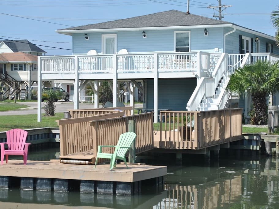 Two sundecks furnished with outdoor lounge chairs and picnic table.