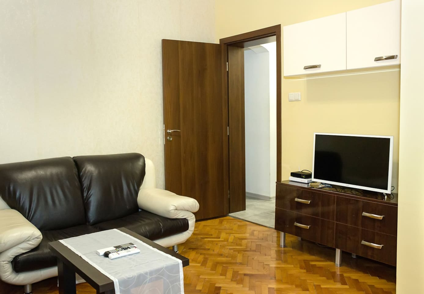 The living room (flat-screen TV with Cable channels, Wi-Fi)