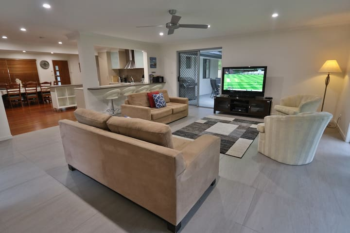 Gold Coast Large 4 Bedroom House /Central Location - Ashmore - Ev