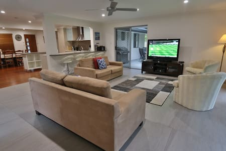 Gold Coast Large 4 Bedroom House /Central Location - Ashmore - Дом