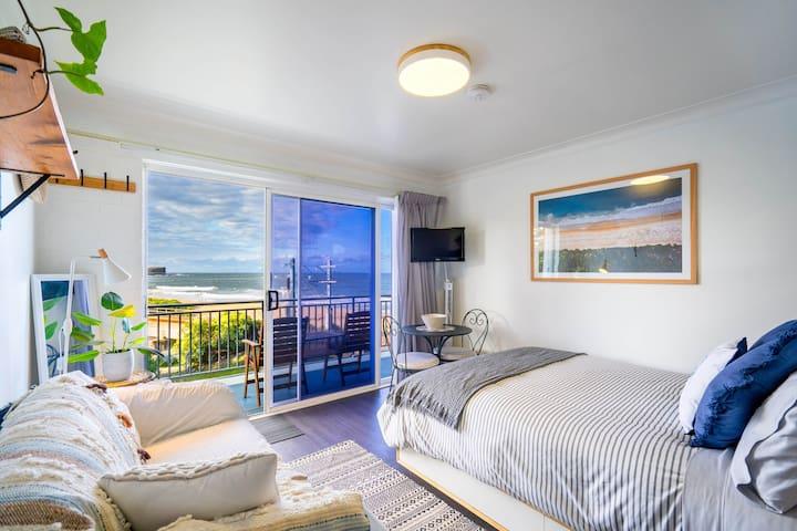 Sea Breeze Studio | Beach Views & Modern Interior