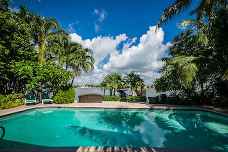 Oceanfront Villa in Miami Beach *Private Bedrooms* - Ház